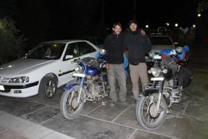 Hotel Tourist Inn in Zahedan, zwei spanische Biker mit Endfields, gerade aus Pakistan angekommen (1)