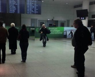 Endlich geschafft, Ankunft morgens um 05:00 Uhr in München, zum Glück hab ich mir noch eine lange Hose Besorgt.